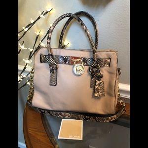 SALE👜. Authentic Michael Kors Shoulder Bag